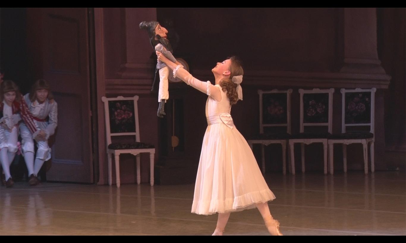 ワガノワ 名門バレエ学校から世界へ ~二人の少女の物語~