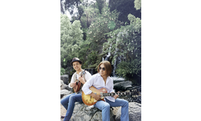 Tak Matsumoto & Daniel Ho 「Electric Island, Acoustic Sea」特集