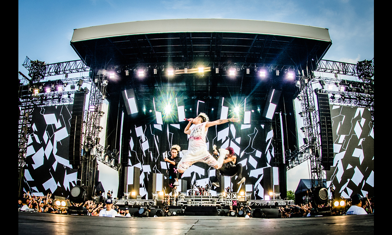 ONE OK ROCK 2016 SPECIAL LIVE IN NAGISAEN