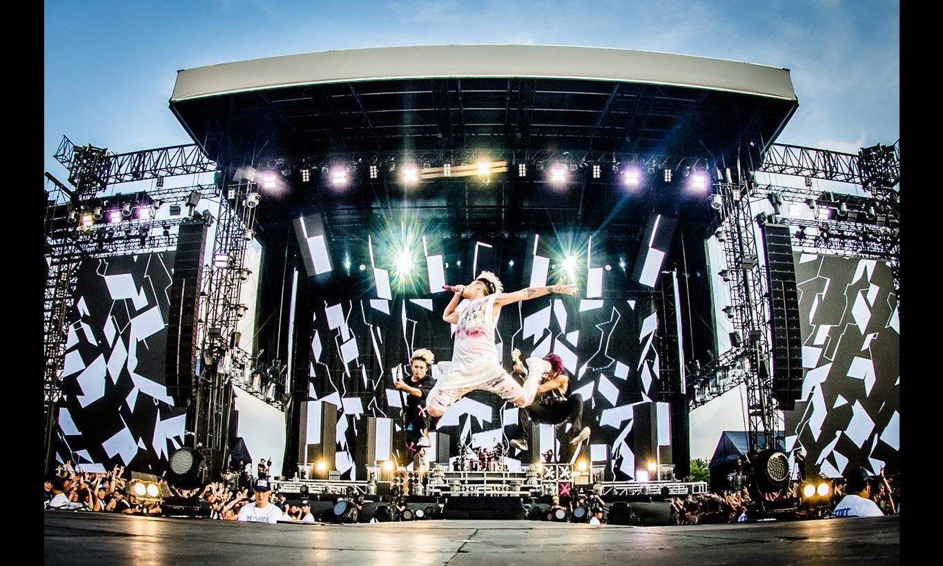 ONE OK ROCK 2016 SPECIAL LIVE IN NAGISAEN