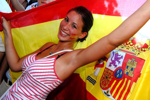 スペインの美女 【ユーロ美女ギャラリー No.15】 今回は大きく国旗を広げるスペイン... U